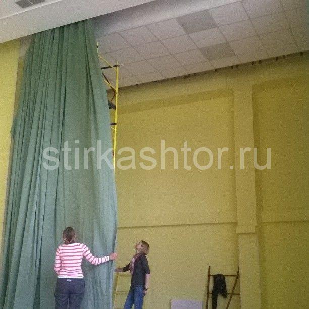 Навеска штор в актовом зале