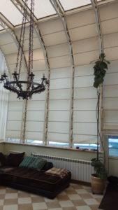 Чистка римских штор на большой высоте